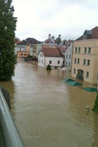 Die historische Altstadt und Teile des Zentrums der Drei-Flüsse-Stadt Passau waren großflächig überspült. Foto: djd/DEVK